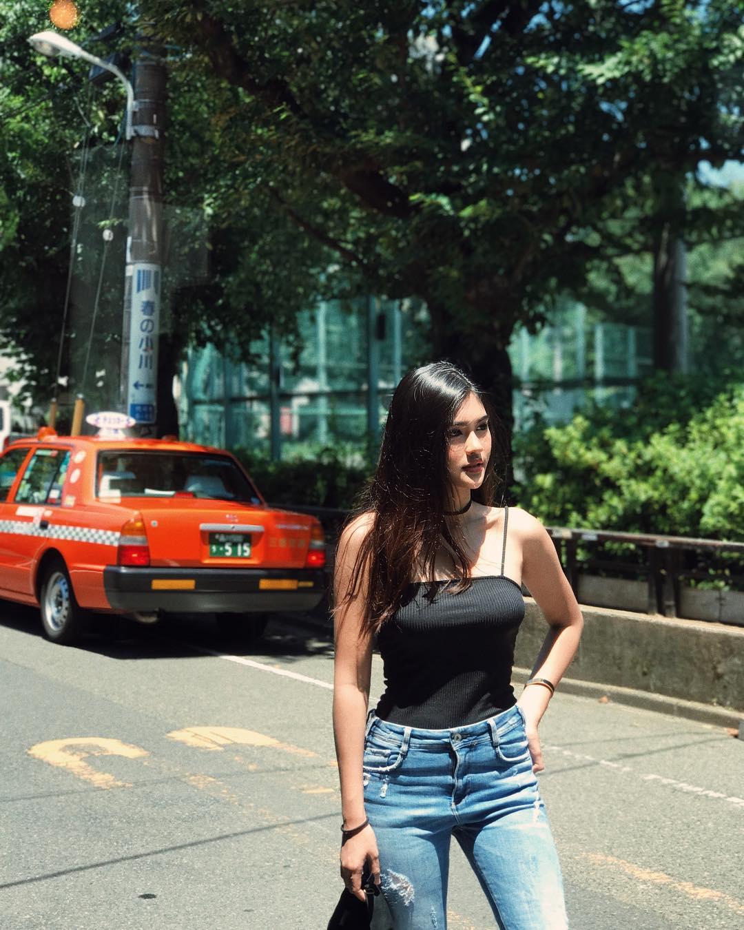 Amy-Jongt-Wallpapers-Insta-Fit-Bio-2