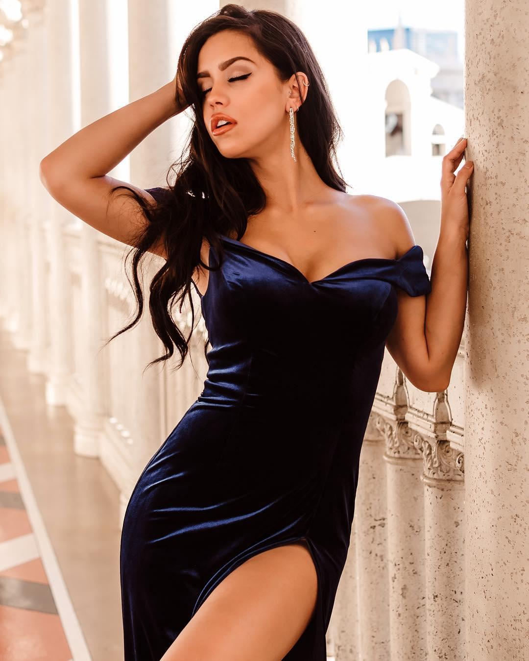 Alina-Lopez-Wallpapers-Insta-Fit-Bio-3