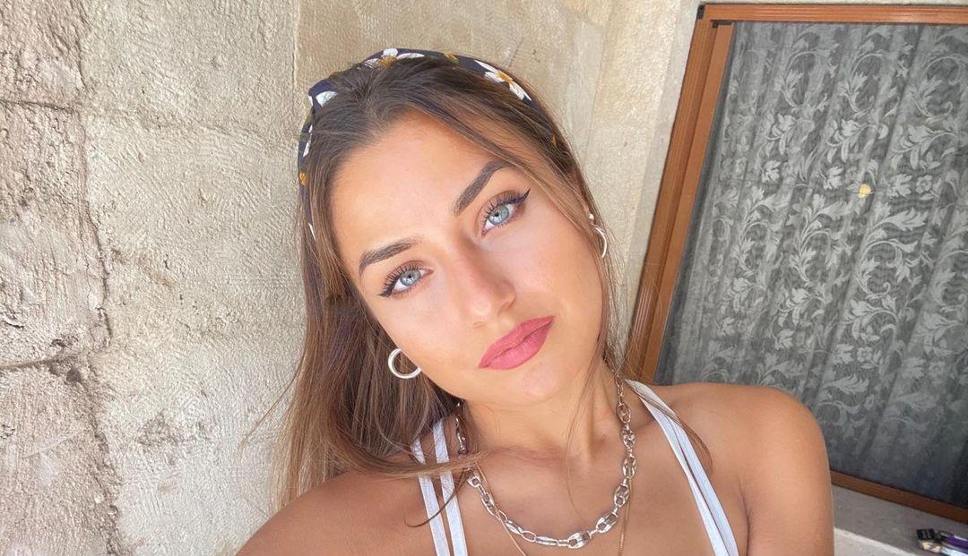 Aleyna-Bagdacicek-Wallpapers-insta-Fit-Bio-13