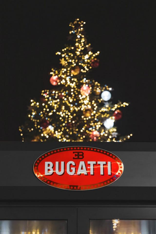 Un cadeau de Noël spécial pour la ville de Molsheim 08-la-voiture-noire-molsheim
