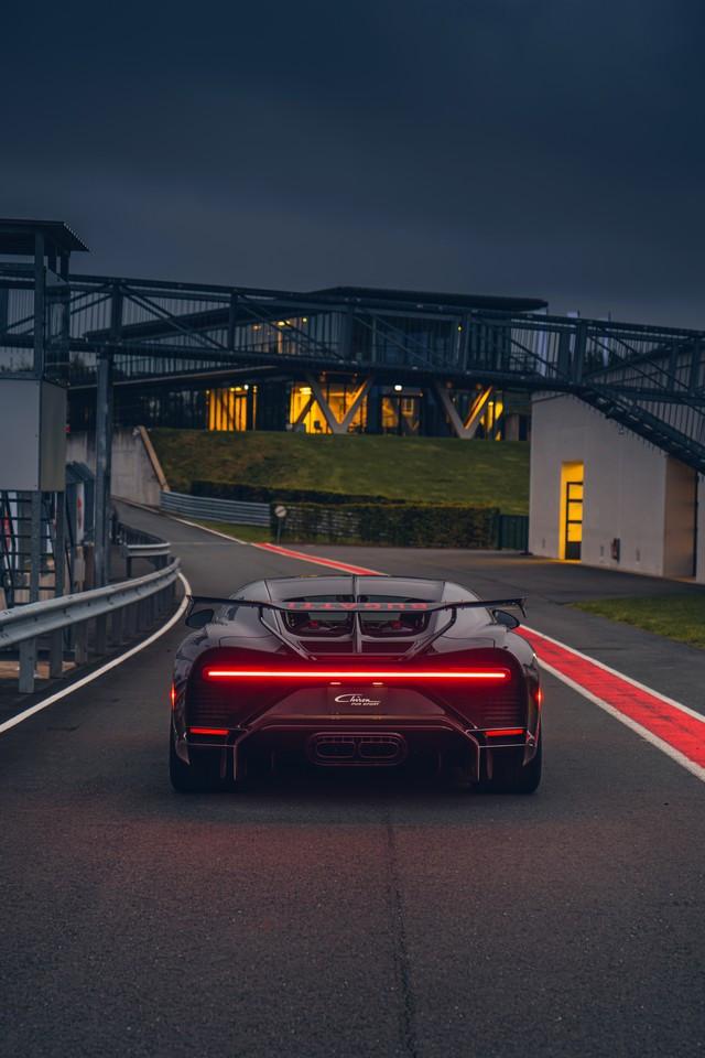 Premiers trajets en Bugatti Chiron Pur Sport 12-03-pur-sport-first-drives-jet-grey