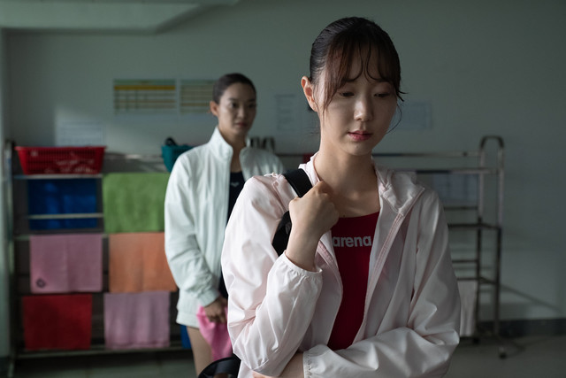 《詭憶》空降南韓首日票房冠軍  李裕英吊鋼絲驚傳骨折送醫 001