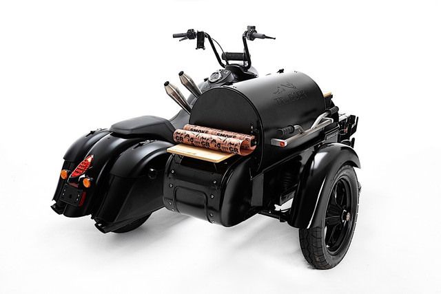 this-is-what-happens-when-you-mate-an-indian-motorcycle-with-a-traeger-grill-4.jpg