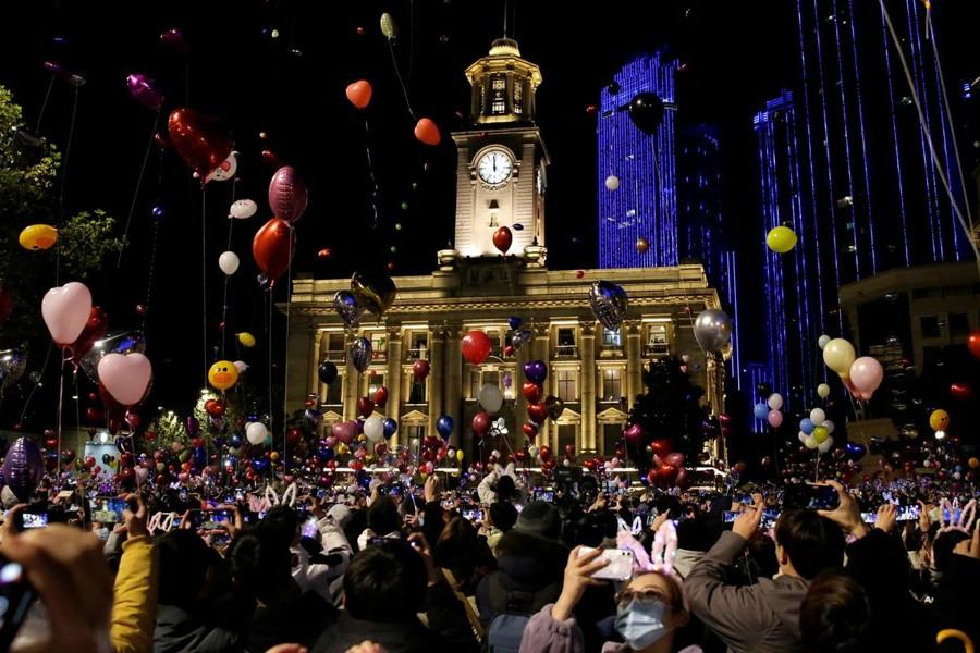 Capodanno a Wuhan: Felice Anno Nuovo nelle strade