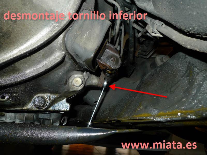 TUTORIAL DE COMO CAMBIAR EL EMPUJADOR HIDRAULICO DE LA LEVA DEL EMBRAGUE DEL MX-5/MIATA. 007