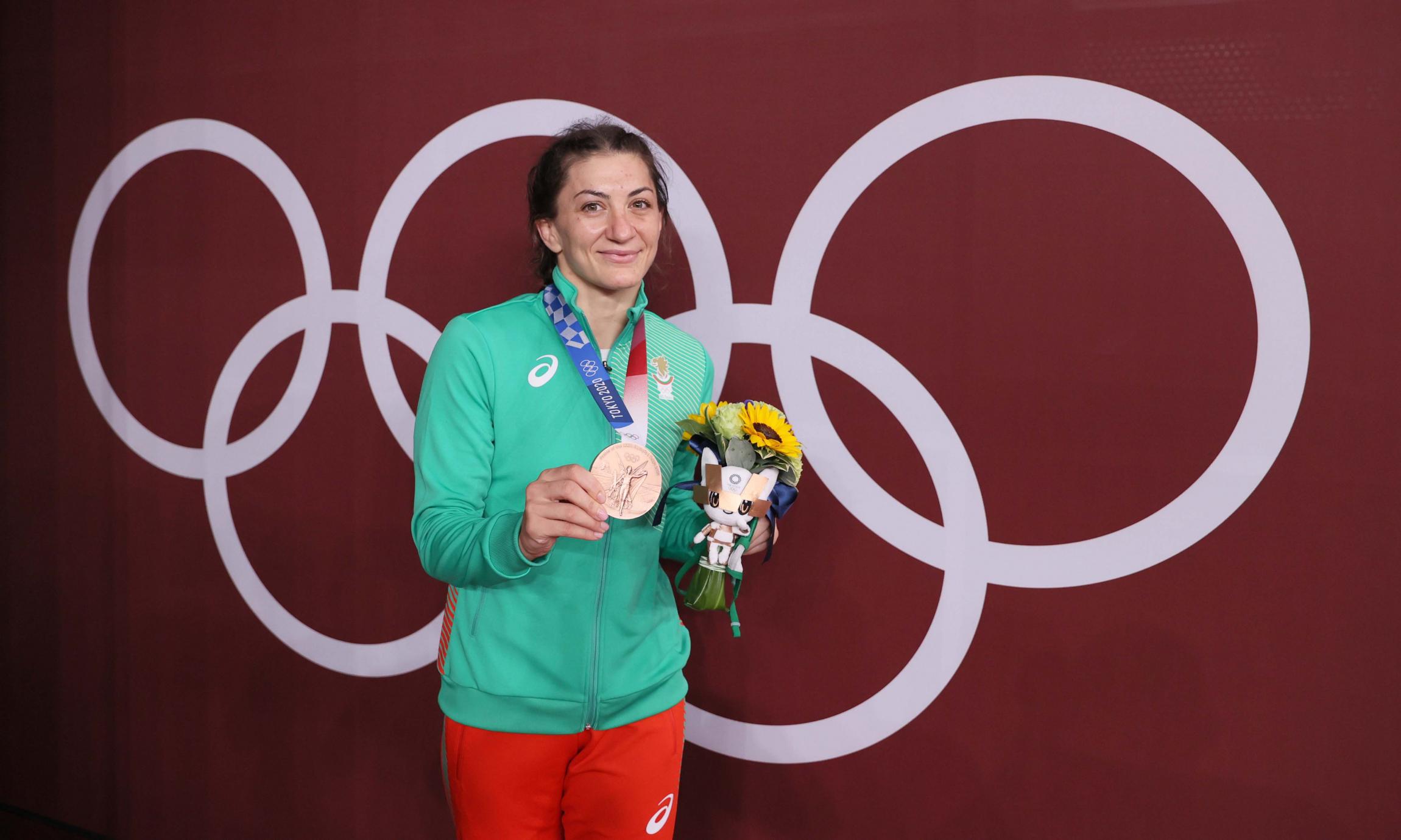 18a-eva-nikolova-medal2.jpg