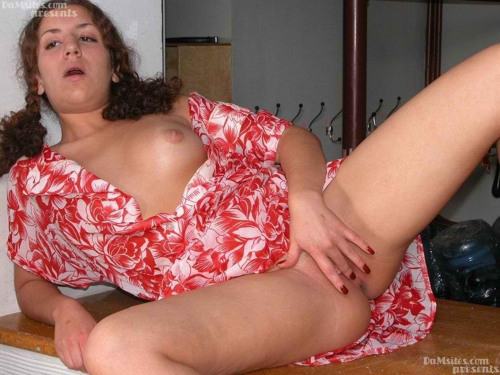 Cloakroom-girl-gets-seduced-by-her-friend-xstoryhindi-5