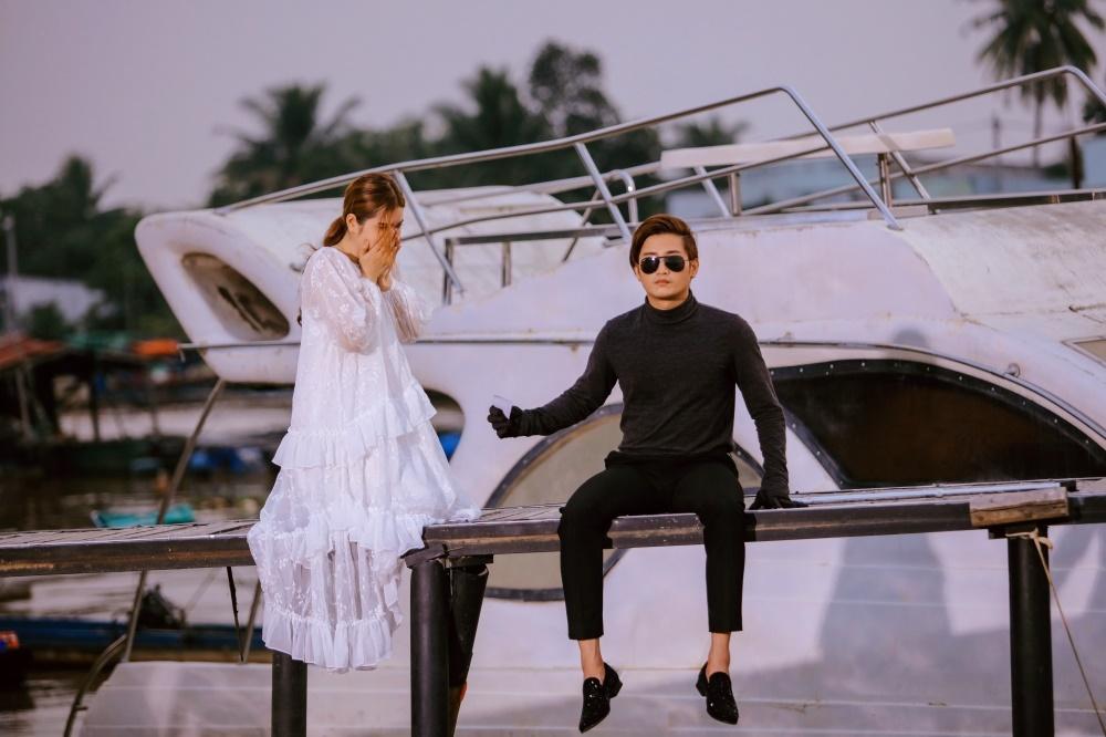 """Đỗ Minh Quân ra mắt MV """"Cũ"""", được """"ém hàng"""" nửa năm"""