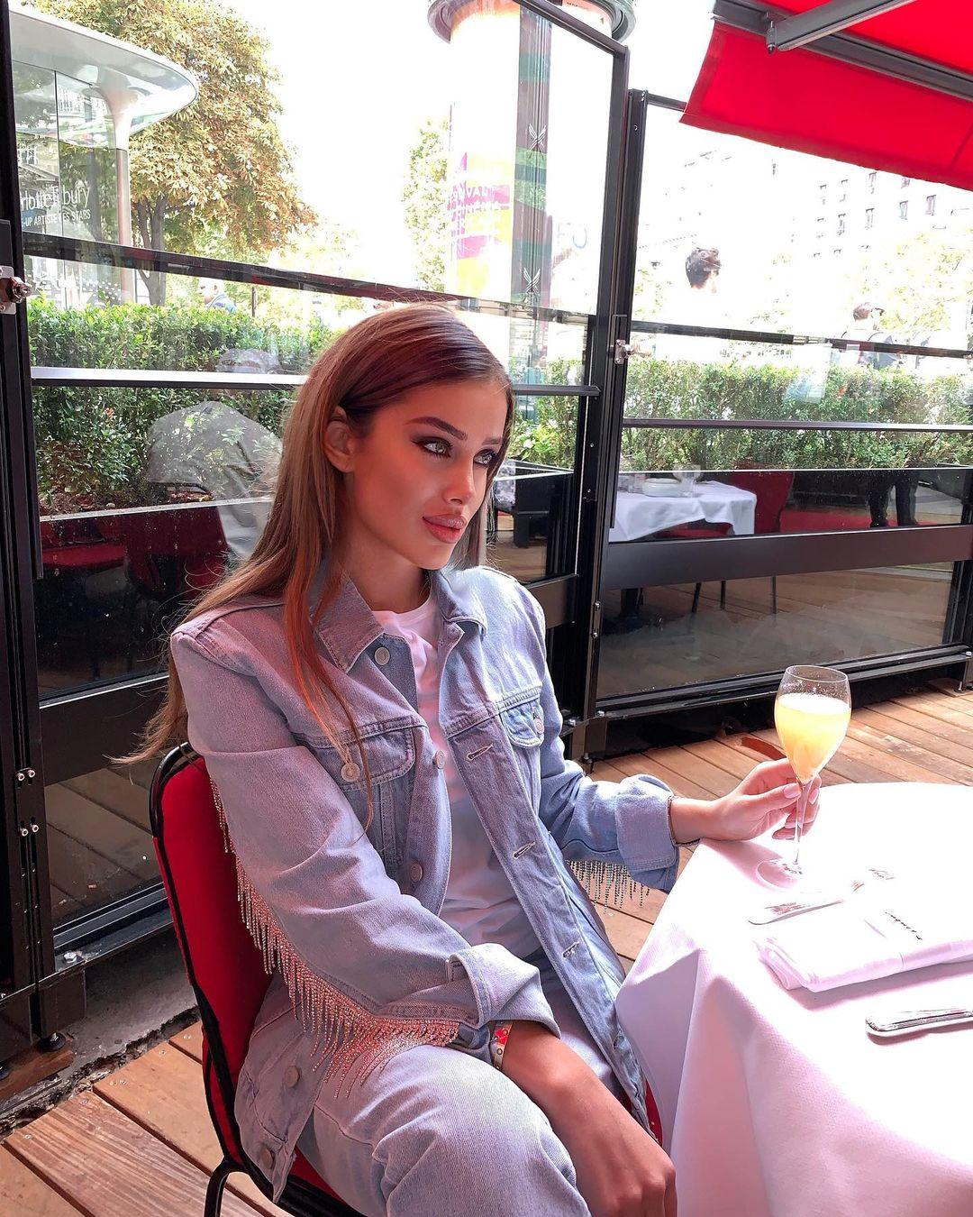 Miranda-Sheliya-Wallpapers-Insta-Fit-Bio-5