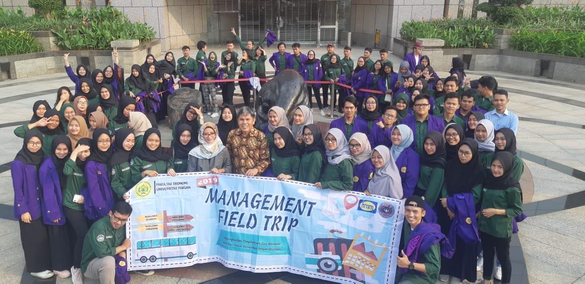 Meningkatkan Pengetahuan dan Wawasan Ilmu Teori dalam Manajemen dengan Eksplorasi di Acara Management Field Trip 2019