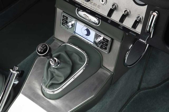 """Jaguar Classic Dévoile La Type """"60 Collection"""" : Homage Au 60e Anniversaire De La Sportive Légendaire 13-E-TYPE-OTS-interior-02"""