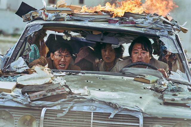 《逃出摩加迪休》驚險逃脫情節有如真實阿富汗!韓網驚呼:平行世界?!  《逃出摩加迪休》賣破韓幣271億!登2021年韓影票房冠軍! 04-Variety-30