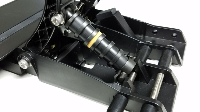 fanatec-csl-elite-pedals-lc-03.jpg