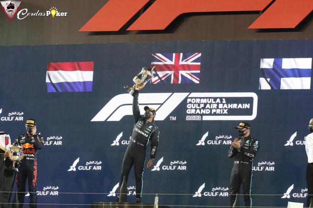 Lewis Hamilton Berhasil Taklukkan Balapan yang Mengerikan