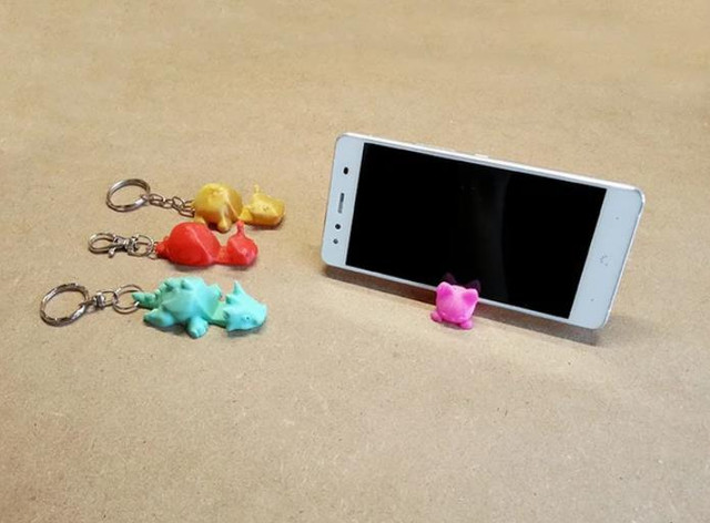 Keychain Smartphone Stand - Cool Things to 3D Print