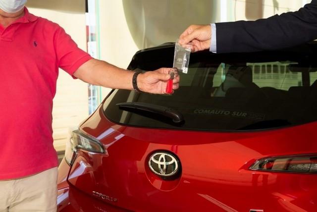 3 millions de véhicules hybrides commercialisés en Europe 800-3mhev-keyhand-over