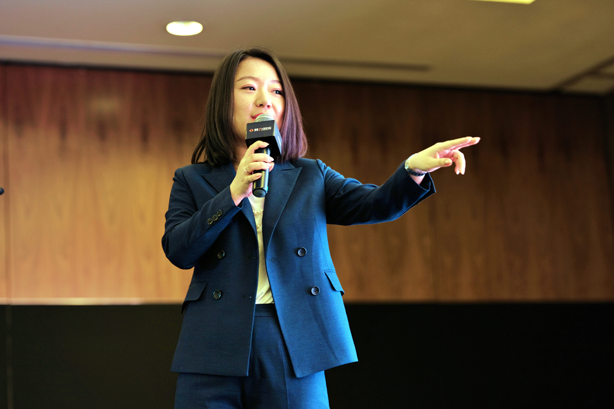 Ms. Lily Yan, founder and CEO of SLibrary