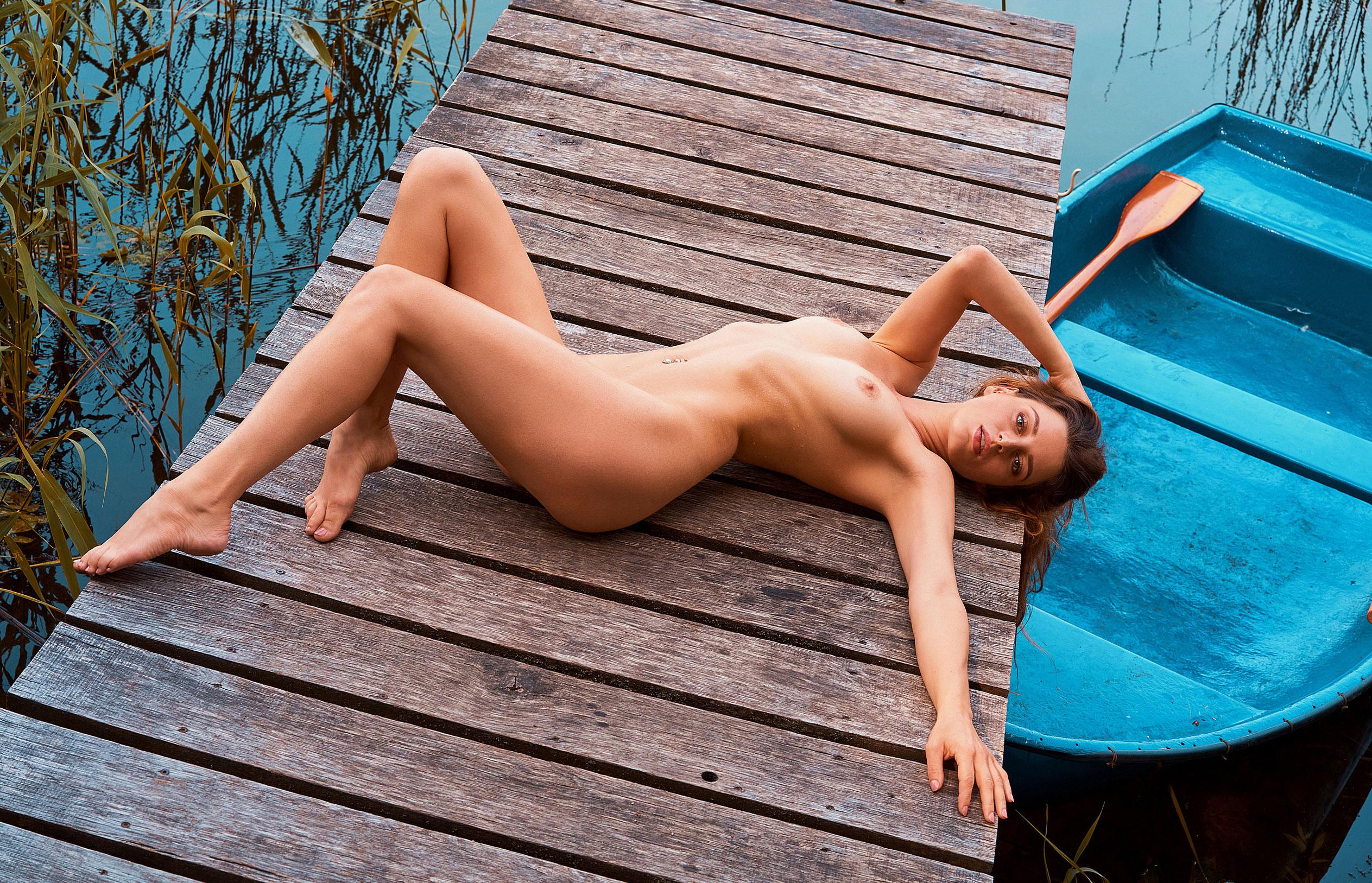 голая медсестра / Девушка месяца немецкого Playboy в июне 2020-го - Джини Валдхейм / фото 01