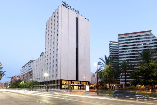fachada-rey-don-jaime-travelmarathon-es