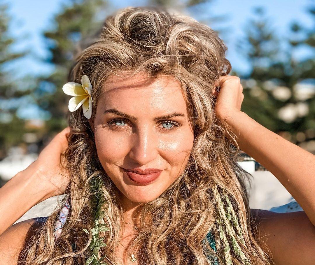 Megan-Skye-Blancada-Wallpapers-Insta-Fit-Bio-3