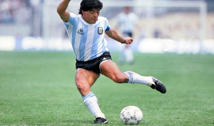 El Argentino Diego Armando Maradona es uno de los jugadores más importantes de la historia del futbol, se destacó tanto por su estilo de juego como por sus goles. Y queremos rendirle un tributo con estas preguntas con las cuales aprenderás cosas que no sabías de él.