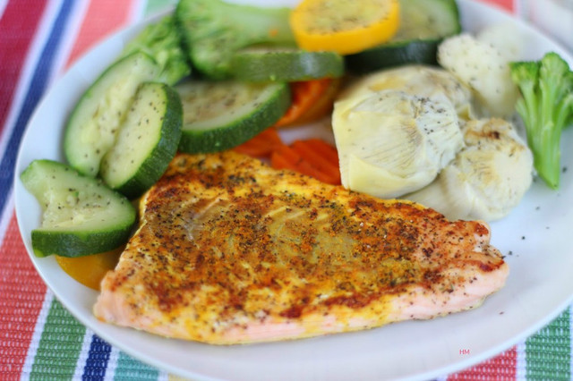 https://i.ibb.co/ZJmG9D6/Steamed-Turmeric-Salmon-and-Peppered-Veggies-The-Soulful-Spoon-by-Heather-Mc-Clees.jpg