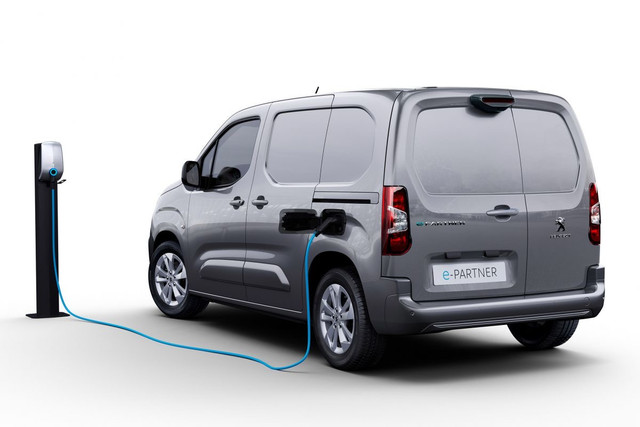 2018 - [Peugeot/Citroën/Opel] Rifter/Berlingo/Combo [K9] - Page 10 AA6-F9-F40-DAF9-4-C05-ACA5-F2-E750-F96022