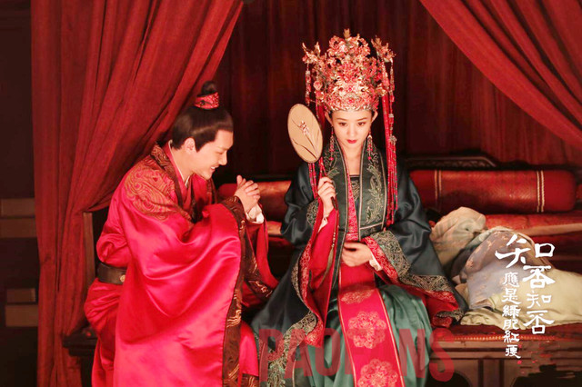 古装剧里的新娘扮相,赵丽颖庄重,杨幂霸气,刘亦菲可人