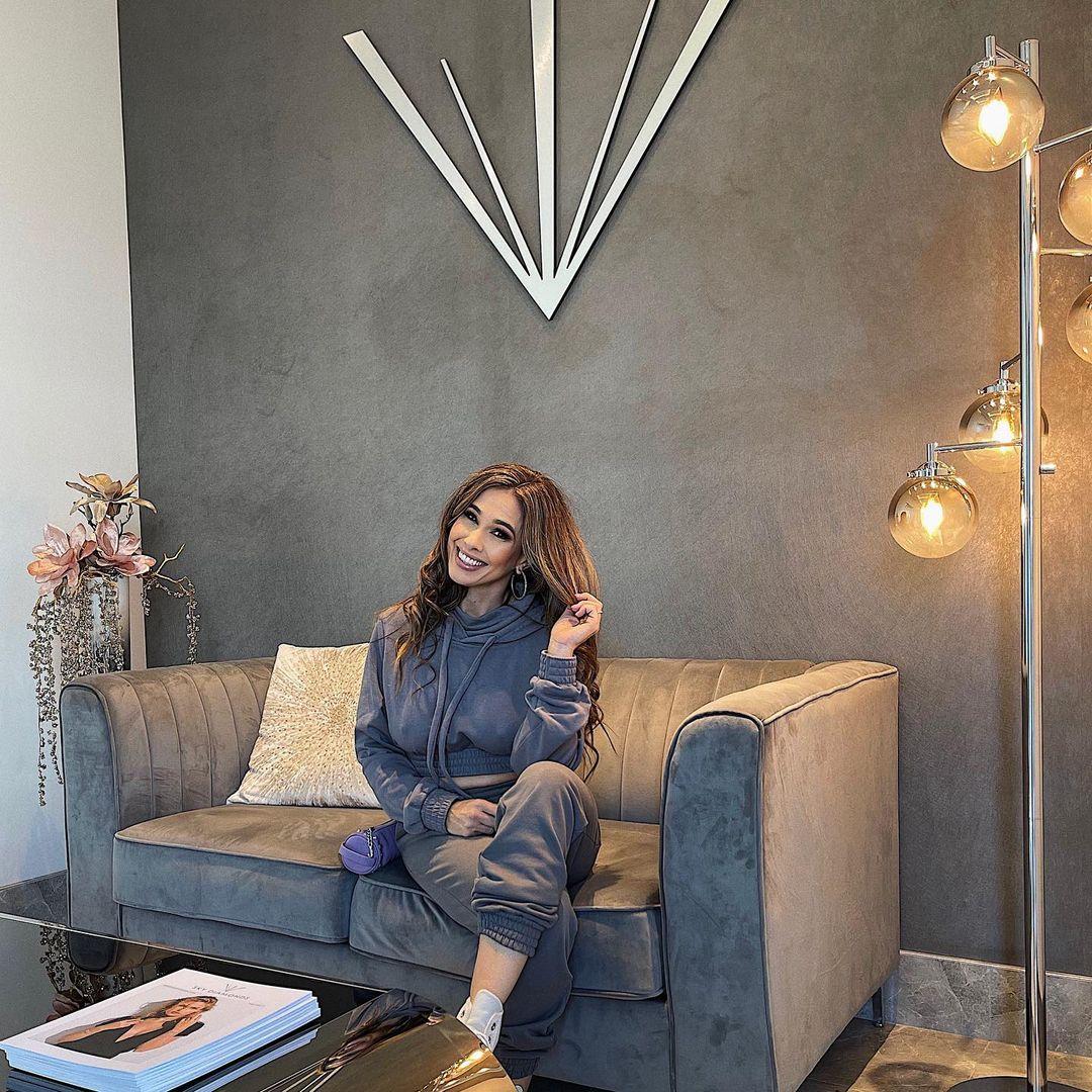 Jennifer-Marie-Wallpapers-Insta-Fit-Bio-1