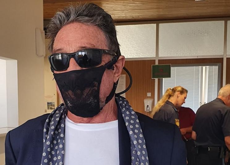 John McAfee mette all'asta il Tanga-Maschera anti COVID-19 che usa ogni giorno.
