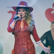 reddresscollection020520-performance14
