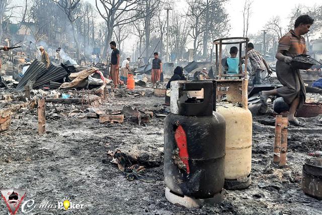 Kamp Pengungsi Rohingya Terbakar, 15 Tewas, 560 Terluka, 400 Hilang