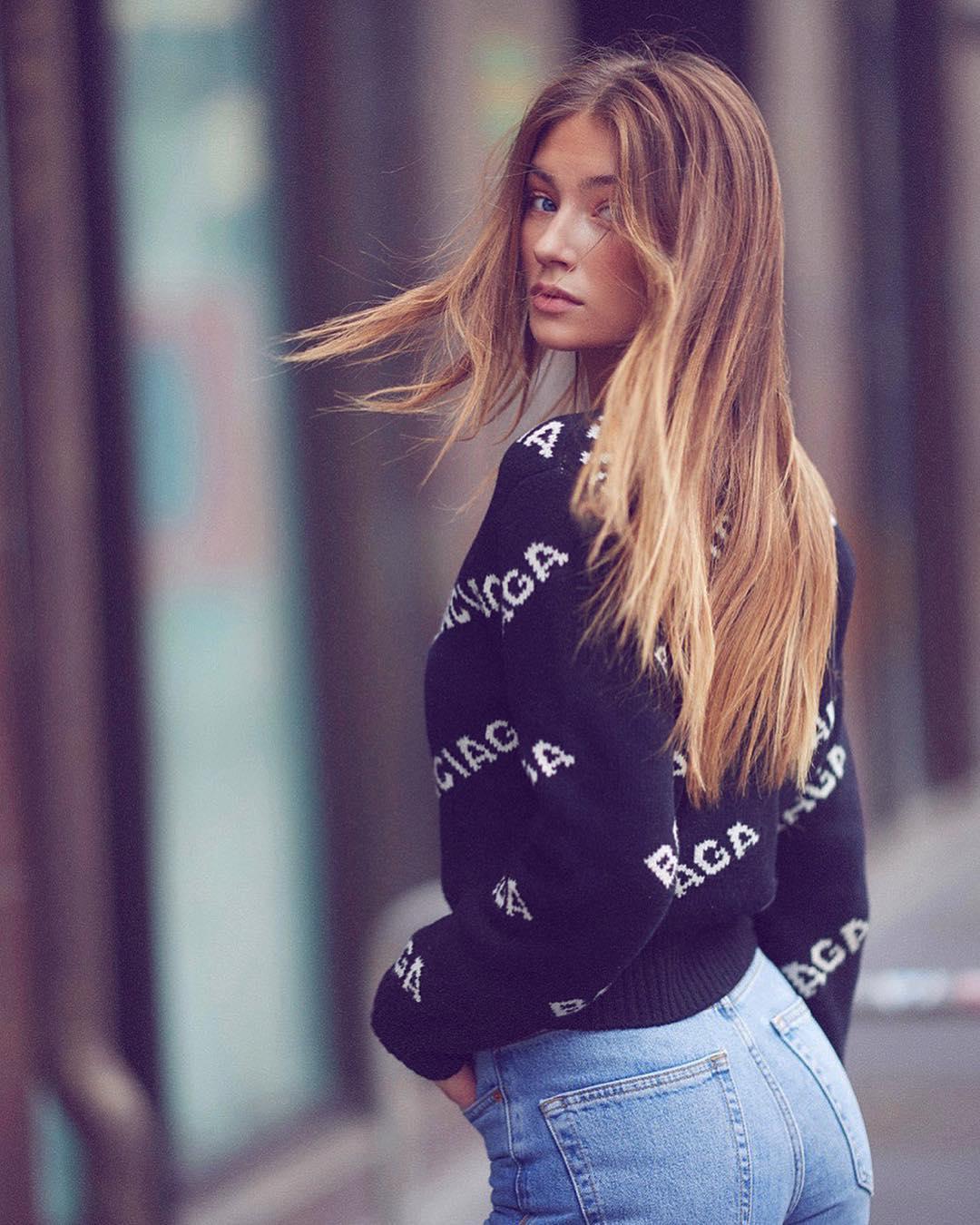 Lorena-Rae-Wallpapers-Insta-FIt-BIo-8
