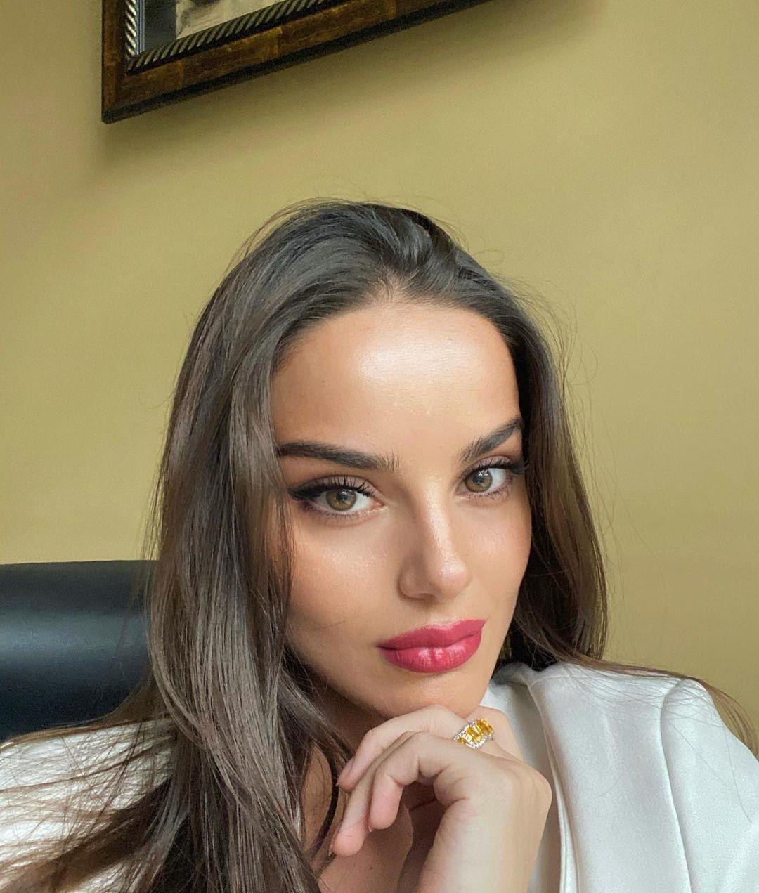 Mariam-Mdzevashvili-Wallpapers-Insta-Fit-Bio-7
