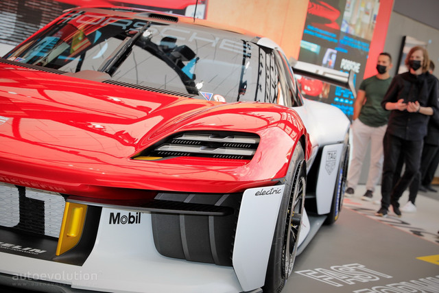2021 - [Porsche] Mission R - Page 2 F514-BD1-B-D772-4-E9-E-A445-FBE7672-DCC12