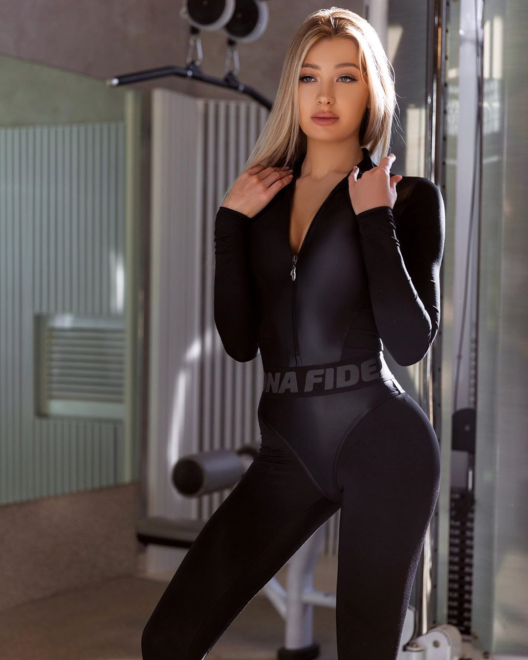 Angelie-Dolly-Wallpapers-Insta-Fit-BIo-1