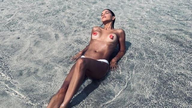 mariana-rios-topless