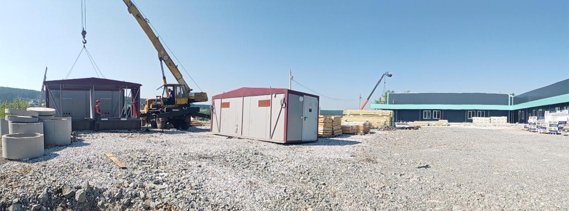 На стройплощадке  установлена комплектная трансформаторная подстанция