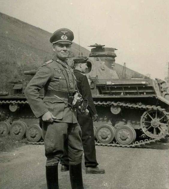 Foto-Wehrmacht-Motorrad-mit-Beiwagen-und-mit-Zapfs-ule