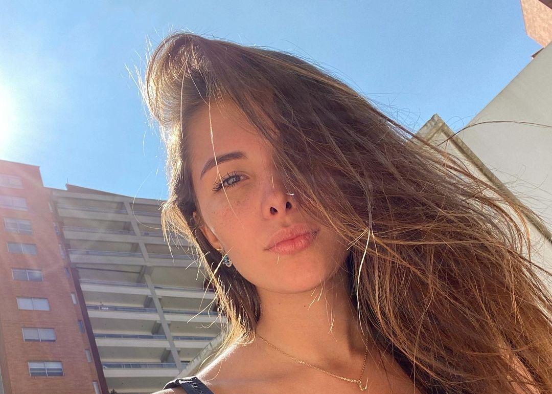 Laura-Sofia-Restrepo-C-Wallpapers-Insta-Fit-Bio-14