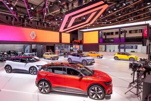 La Renault 5Prototype rencontre ses aïeules au salon de l'automobile de Munich Salon-IAA-de-Munich-2021-Renault-5-Prototype-et-Renault-5-6