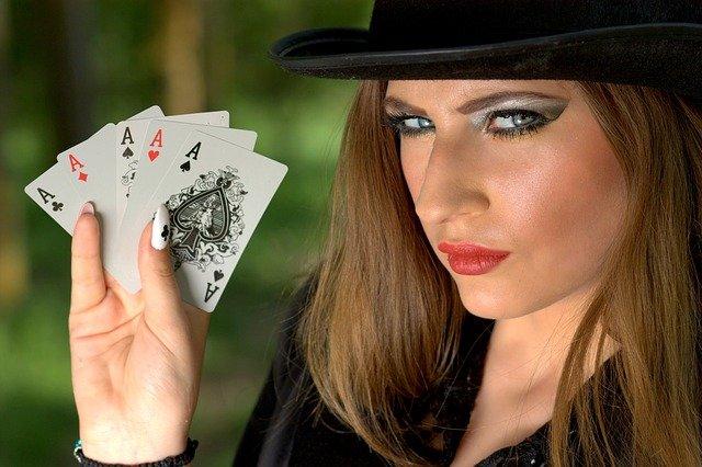 https://i.ibb.co/Zmrz1gC/online-poker-girl.jpg
