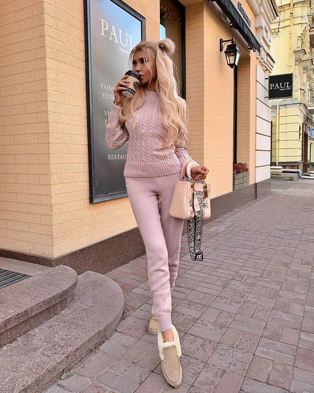 Milevskate-Wallpapers-Insta-Fit-Bio-3
