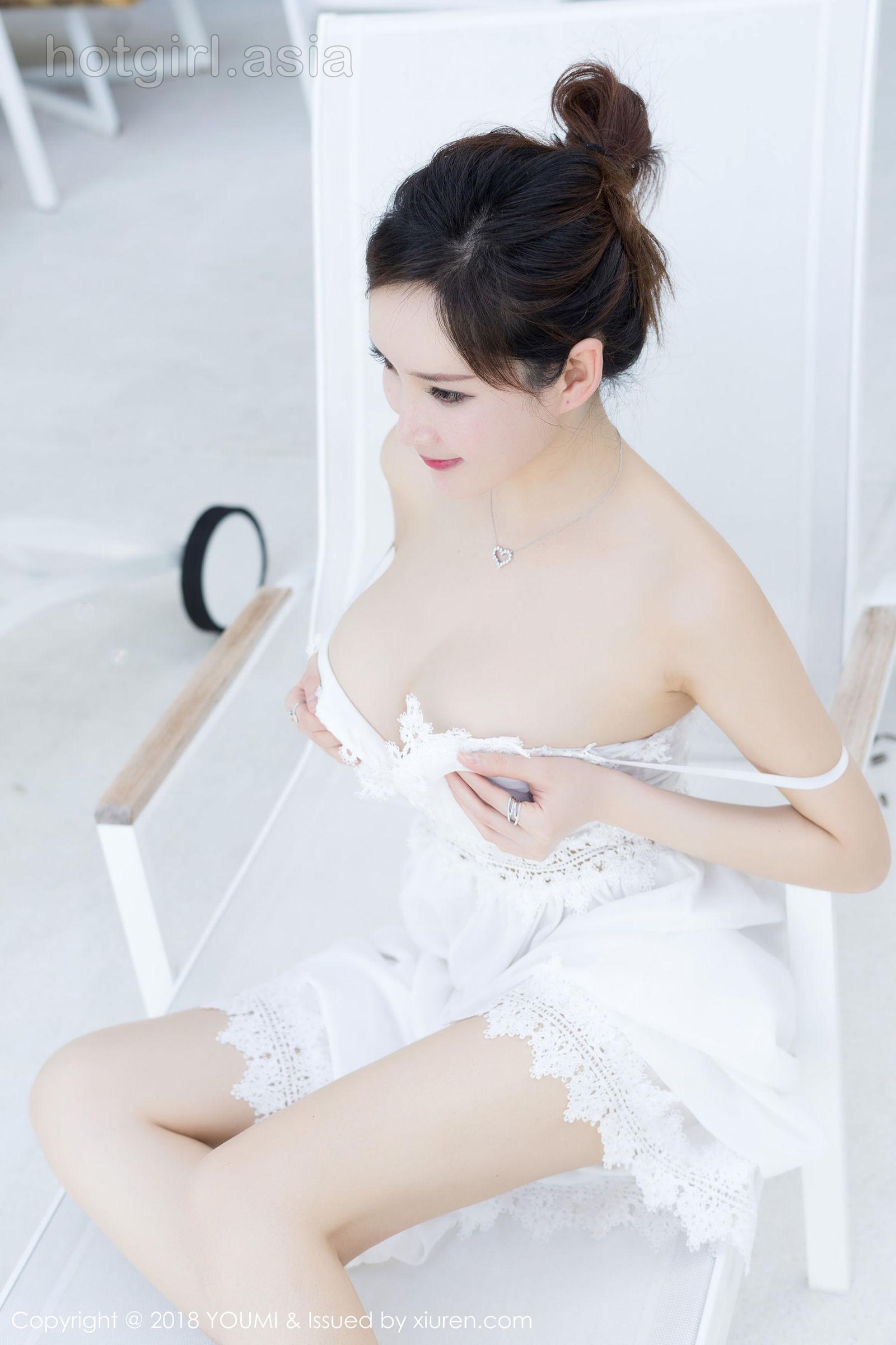 [YouMi 尤 蜜 荟] Vol.168 Dofei Round Short Frustration Ugly Black Poor-Stockings Charm Photo Set