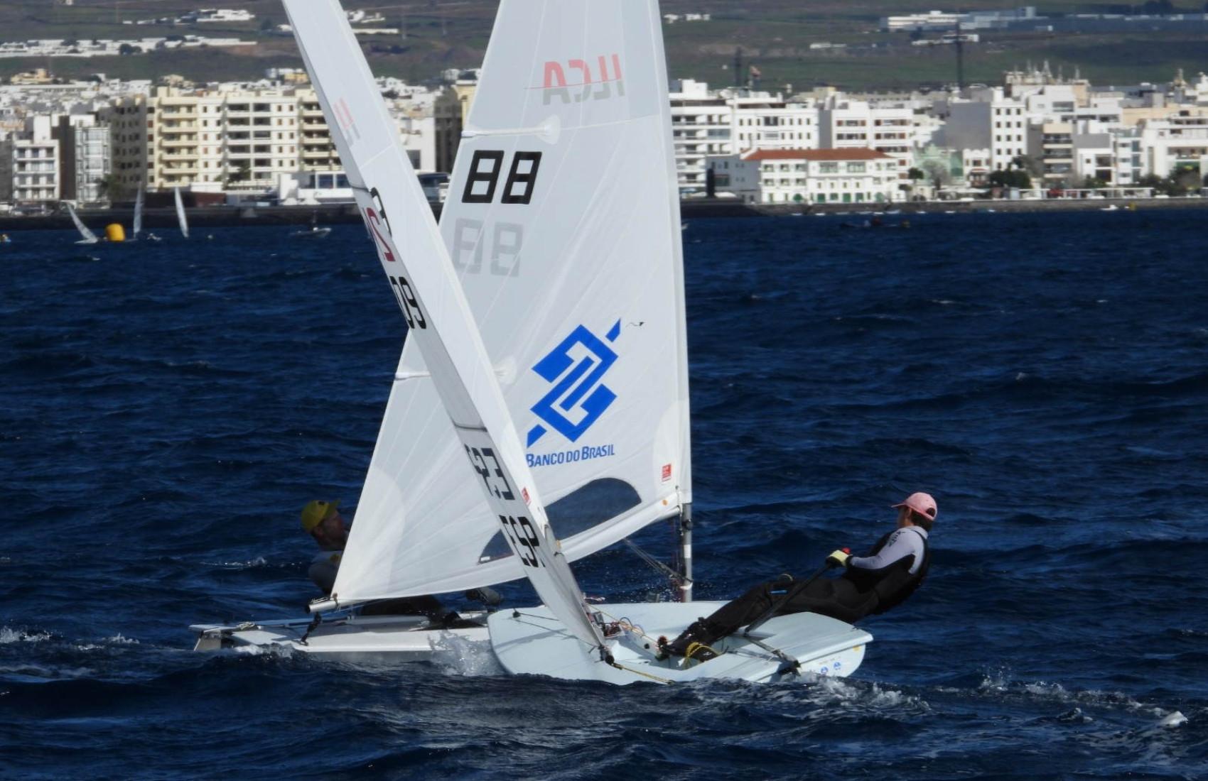 Robert Scheidt disputando posição em regata da Lanzarote Winter Seriers