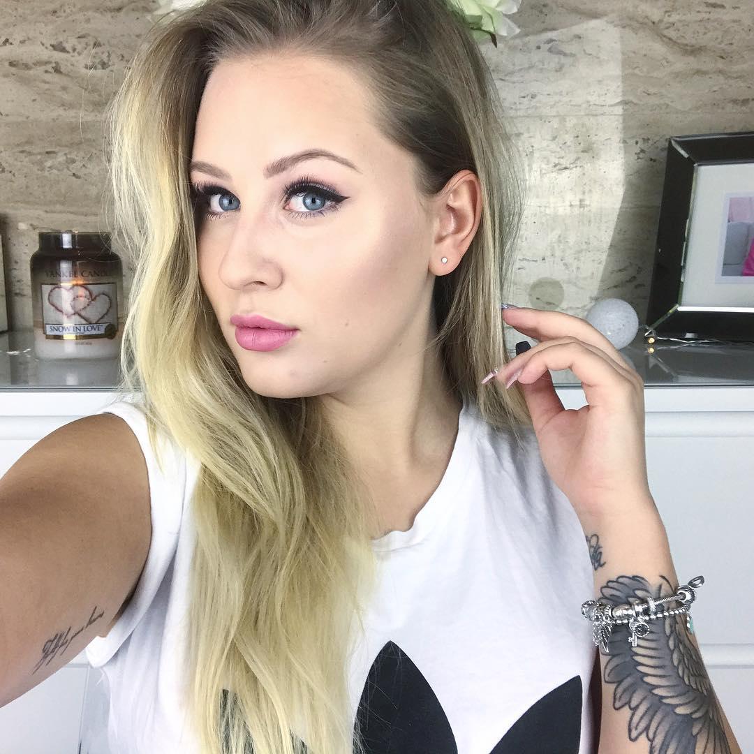 Angelika-Zajac-Wallpapers-Insta-Fit-Bio-7