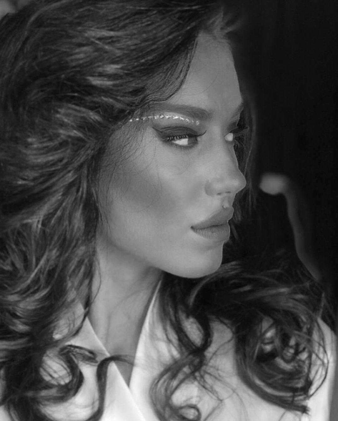 Mariam-Tsitsnadze-Wallpapers-Insta-Fit-Bio-11