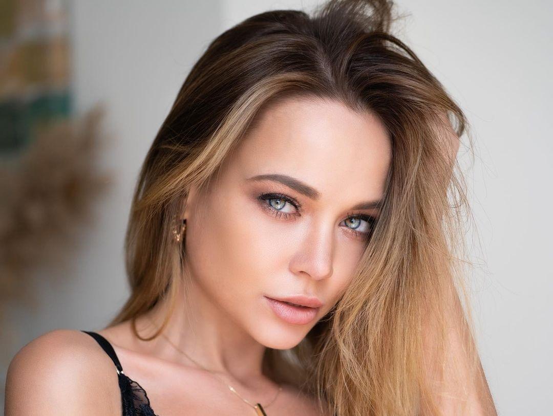 Angelina-Petrova-Wallpapers-Insta-Fit-Bio-11