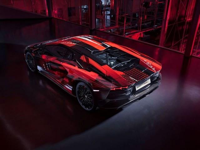 Automobili Lamborghini et Yohji Yamamoto célèbrent l'inauguration du Lamborghini Lounge Tokyo et du Studio Ad Personam 571306