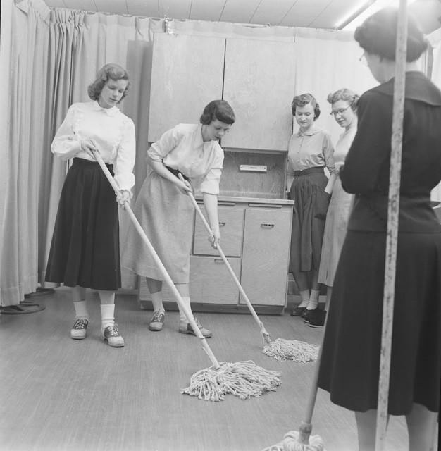 Home-Economics-course-at-Cornell-University-USA-1951-4